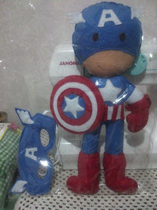 Capitán América y antifaz en fieltro.