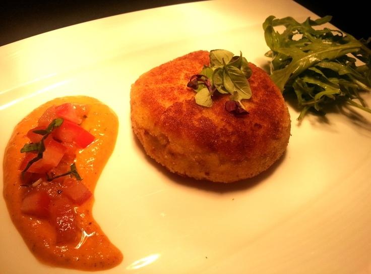 Crab cake, tomato relish with pepper aioli
