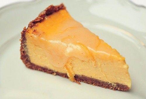 Тыквенный чизкейк - безумно вкусная и полезная выпечка, которая украсит завтрак. Ингредиенты. Как приготовить быстро чизкейк из тыквы и сливочного сыра.