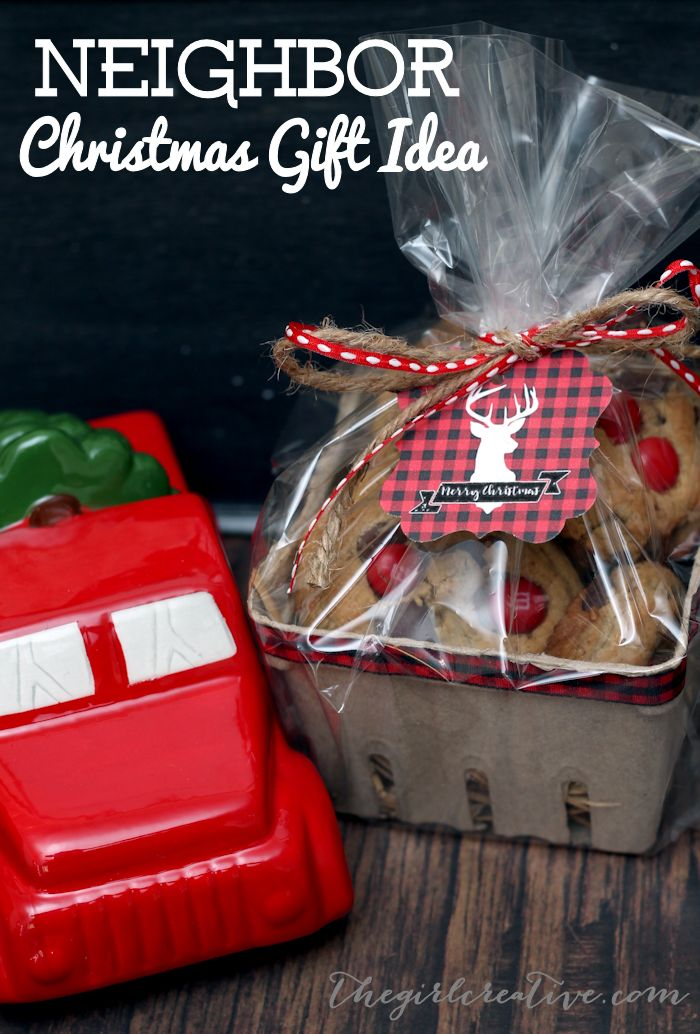 Sweet Neighbor Christmas Gift Idea... bundle up a sweet surprise for your neighbors with a few supplies and these adorable, free printables!