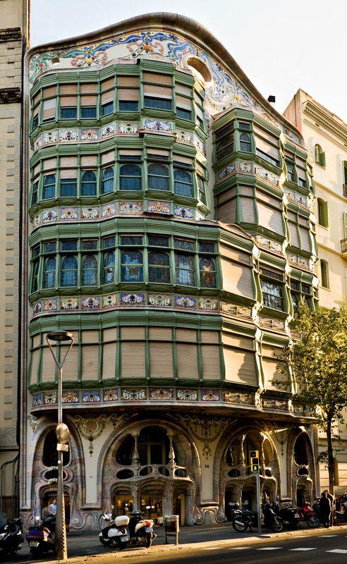 Casa Comalat El edificio de Valeri Pupurull Av. Diagonal 442  08037 Barcelona(fachada posterior)