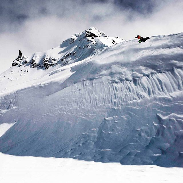 @westbeach79  est sur #PrivateSportShop (lien en bio). #ski #snow #clothing #westbeachoriginal #winter #mountain #sports #neige #snowboard #canada Photo by Westbeach.