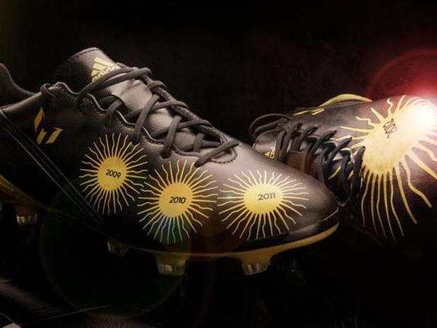 Lionel Messi estrenará nuevos guayos en homenaje a su cuarto Balón de Oro.