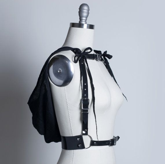 HOODED HARNESS - Post apocalyptische Harness riem met kap - Pvc of leer - versnipperd gaas - gotische Wraith Fashion - Deathrock - Wasteland