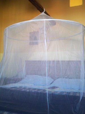 Una zanzariera da giardino per la camera da letto! IKEA