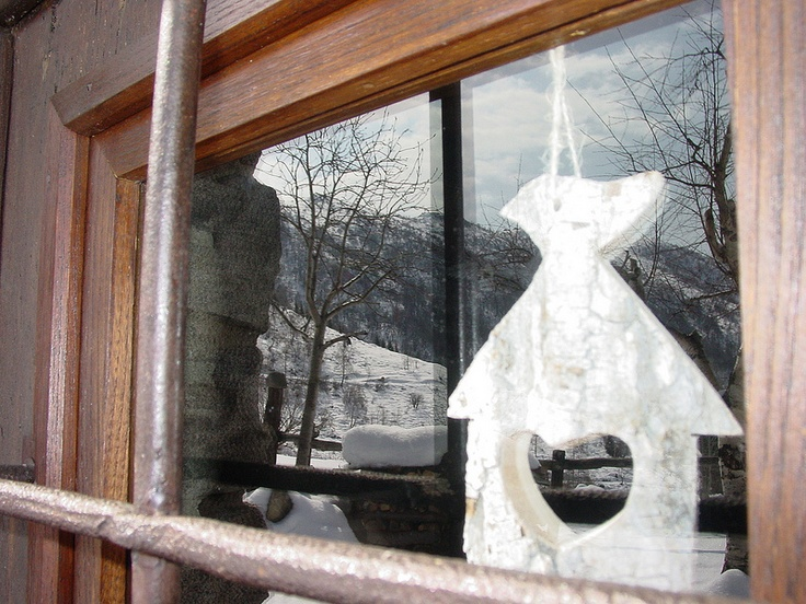 Mountain decorations on the window. Oasi Zegna, #Italy
