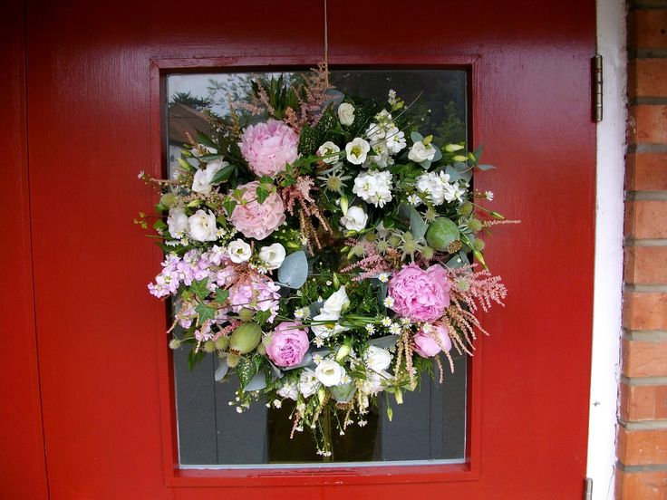 You can't beat a door wreath full of flowers for a big welcome to your guests #weddings #flowers #doorwreath #welcome #guests