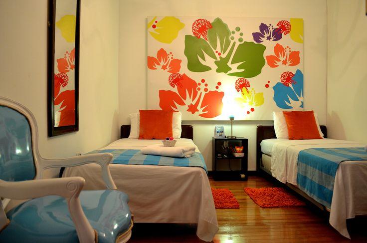 Habitación con dos camas Twin. Incluye desayuno.