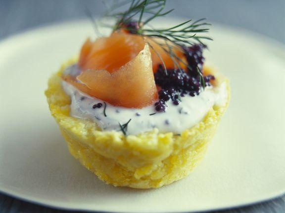Kleine Kartoffelpastete mit geräuchertem Lachs und Kaviar ist ein Rezept mit frischen Zutaten aus der Kategorie Pastete. Probieren Sie dieses und weitere Rezepte von EAT SMARTER!