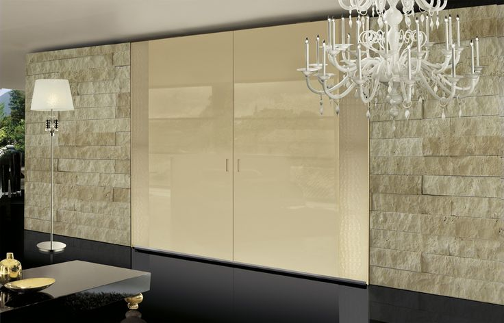 Privilege wardrobe's collection is completed with COMPLANARE doors wardrobes, new and strong sliding system for doors in the same level, against dust and more aesthetic. For this solution PLUS door CO06 matt printed cocco leather match together to beige glossy F61080.