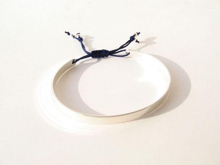 Les fermoirs coulissants pour bracelet: le nœud plat macramé