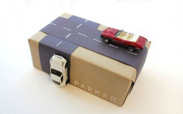 Yılbaşı yaklaşırken hediye alma derdine düşenlerden çoğu kuşkusuz, kitap almayı tercih edecek.Hediye paketlerine yapacağınız küçük dokunuşlarla, hediye kitabınızı daha da unutulmaz kılabilirsiniz. İşte bazı öneriler:edebiyathaber.net (24 Aralık 2012)
