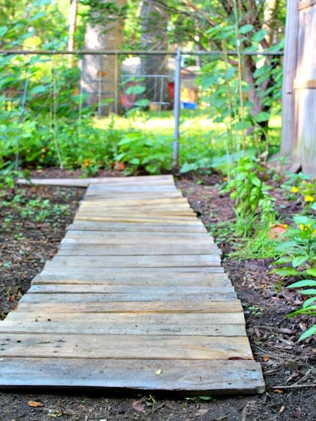 Wood Pallet Walkway   DIY Wood Projects For Patios   DIY Projects