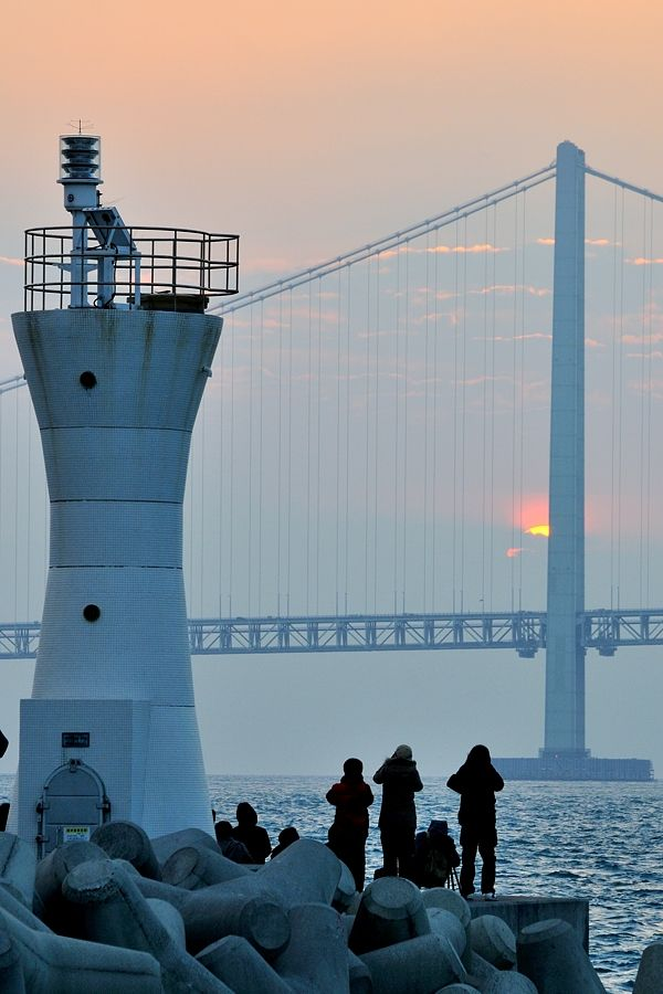 First sunrise of the year at Akashi Kaikyo Bridge, Japan 初日の出・明石海峡大橋
