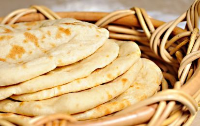 Pane naan senza lievito, ricetta light - Il pane naan senza lievito è una gustosa variante del classico pane di origine indiana. Il lievito, in molti casi, è dannoso per il nostro organismo e va evitato in caso di dieta.