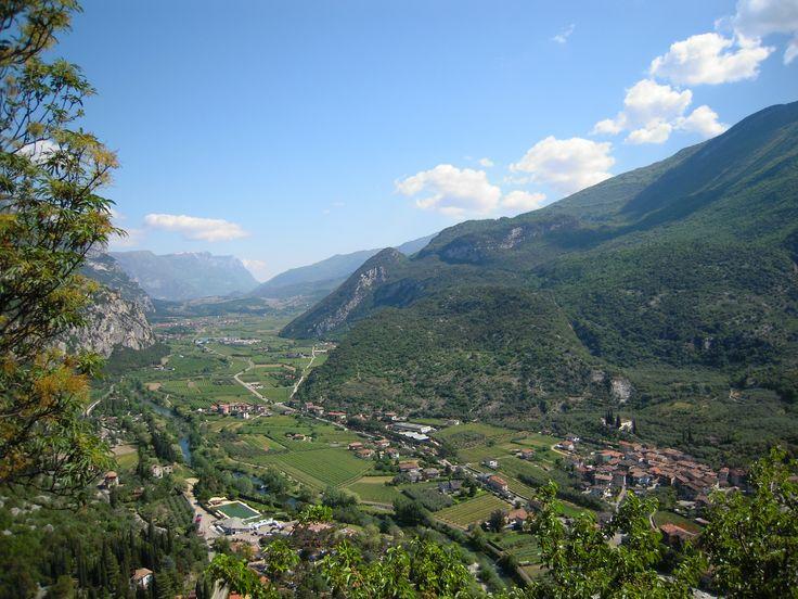 Veduta dal castello verso la Valle dei Laghi
