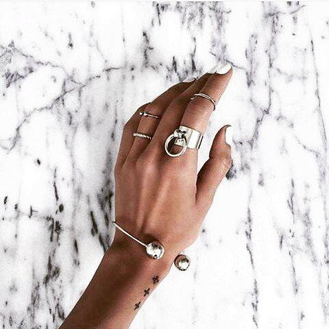 """484 curtidas, 3 comentários - Conceito Trendy (@conceitotrendy) no Instagram: """"Nada mais lindo que o estilo minimalista menos é mais ☆"""""""