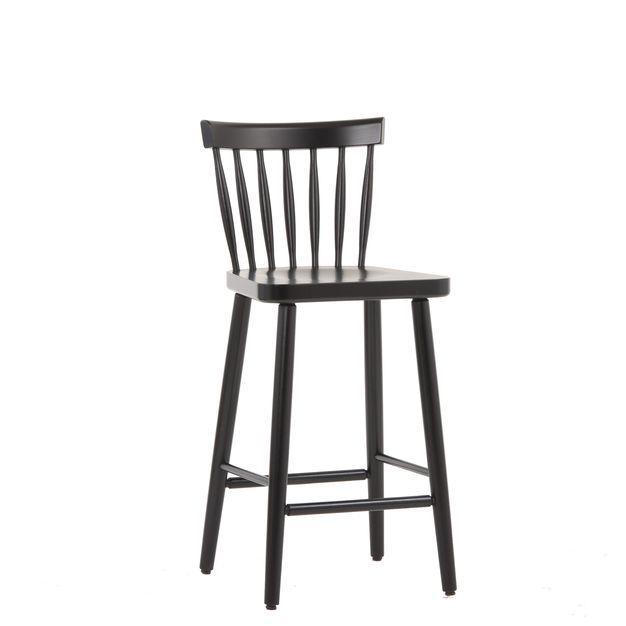 """#Hocker 10240-A - Eine Hommage an die 70er und die ideale Ergänzung zu unserem #Stuhl sowie unserem #Sessel """"Mika"""". Skandinavisches #Design in Reinstform! Er besticht durch seine #handwerklich gebogene #Rückenlehne, seine bauchig geformten Streben. Stuhlfabrik Schnieder, Lüdinghausen"""