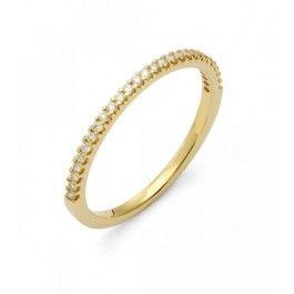 En härligt klassisk smal  vigselring i rött guld från Flemming Uziel med 28 st briljantslipade diamanter som sitter tätt tätt ihop. Vigselringen går att beställa i rött eller vitt guld.   Obs! Denna ring är det upp till 4 veckors leveranstid på!