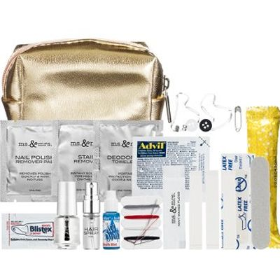 10 things to go In guest welcome bag: Emergency kit- blistex sachet, sewing kit, towelette, sleeping pill sachet, few sticky plasters, etc Via Sephora CA, 2) A drink- water/wine 3) Snack- home made/local 4) itinerary incl map/ times etc 5) local tourist book/brouchures/local map, cab/car hire info 6) personalised wedding tote keepsake bag to put all in 7) crayola coluouring in pack for any kids 8) a pack of tissues, sunscreen/ mini after burn, 9) local thing- CA maple syrup etc 10) thanks…