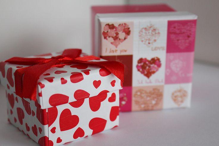 Envoi de colis pour la Saint Valentin | Pas cher, rapide et fiable avec Sendiroo, qui compare pour vous les transporteurs les plus fiables du marché et vous proposent des réductions de folie!