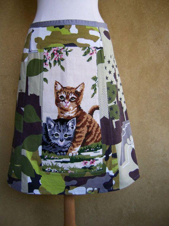 A-lijn rok, upcycle leger camouflage gordijn, borduurwerk twee katjes, wit zwart grijs groen bruin, gevoerd, maat Large