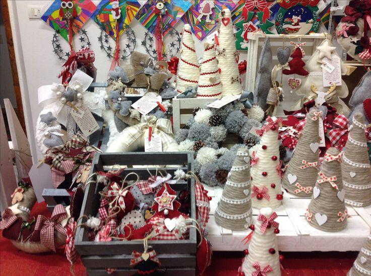 Dalle amorevoli mani delle mamme degli alunni della Scuola Primaria Suor Luisa Martelli per il Mercatino di Natale 2017