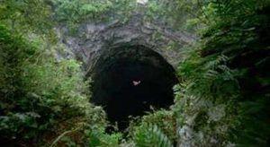Cueva de las golondrinas La Cueva de las Golondrinas se encuentra ubicada en el recinto La Chongona en San Luis de Pambil