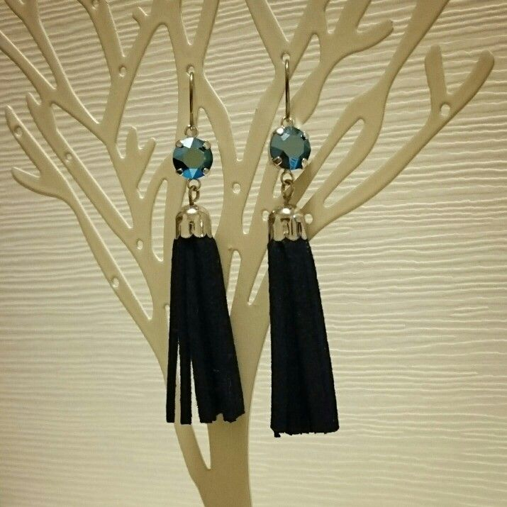 tassel pierced earrings...navy...*