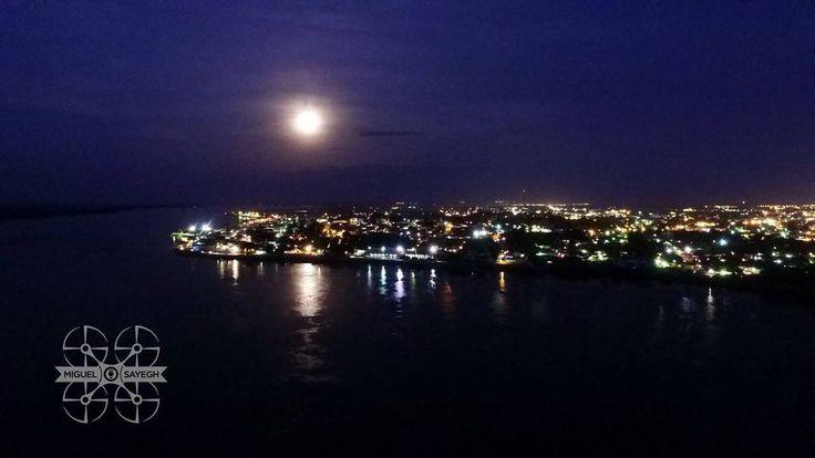 LUNA de esta Noche #bolivarense #sinfiltro con un buen reflejo en nuestro #rioorinoco Feliz Noche... #drone #aereo #sarrapiapro #somosvenezuela #elnacionalweb #eluniversal #MIVENEZUELA #dji #inspire #igersvenezuela #IGERSGUAYANA #MIVENEZUELA #historia #tradicionbolivarence #dronerosdeVenezuela #igersvenezuela #angostura #paseoorinoco