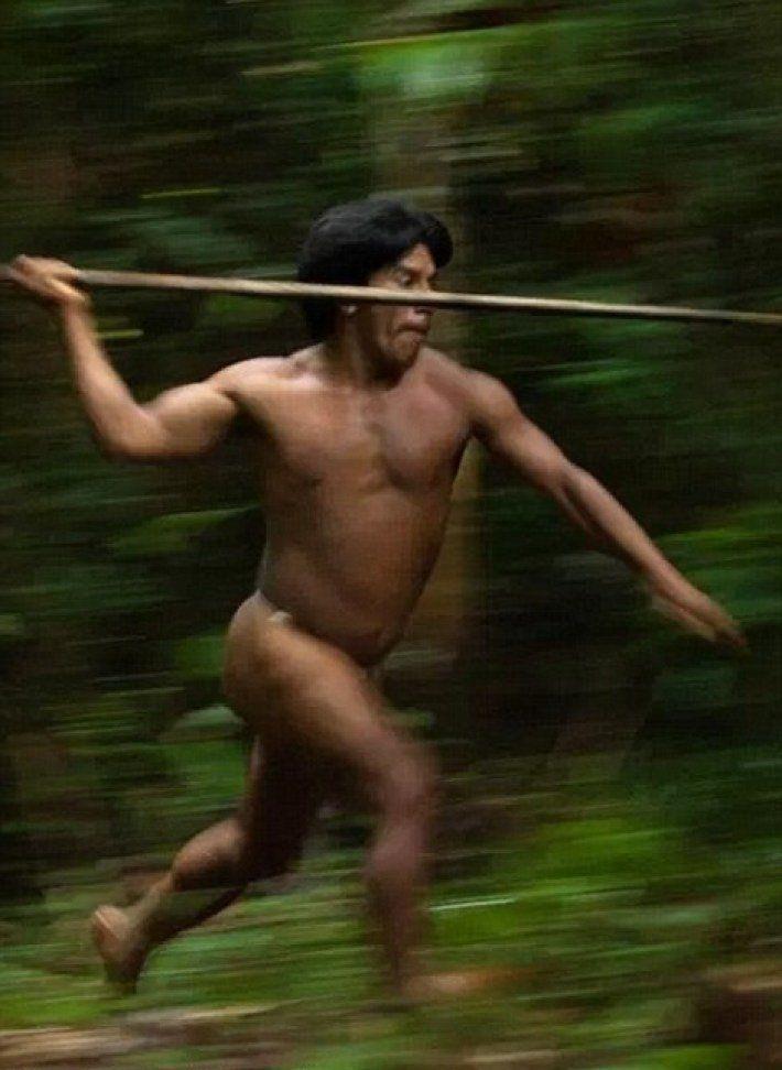 A fényképész 12 napot töltött az Amazonas erdejében élő indiánok között… fényképei sokkolják az egész internetet! – BuzzBlog