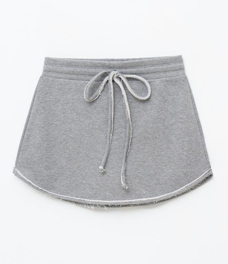 Short feminino  Modelo saia  Esportivo  Marca: Get Over  Tecido: moletom  Composição: 81% algodão, 19% poliéster  Modelo veste tamanho: P     Medidas da Modelo:     Altura: 1.75  Busto: 79  Cintura: 60  Quadril: 86    Veja outras opções de    produtos esportivos   .