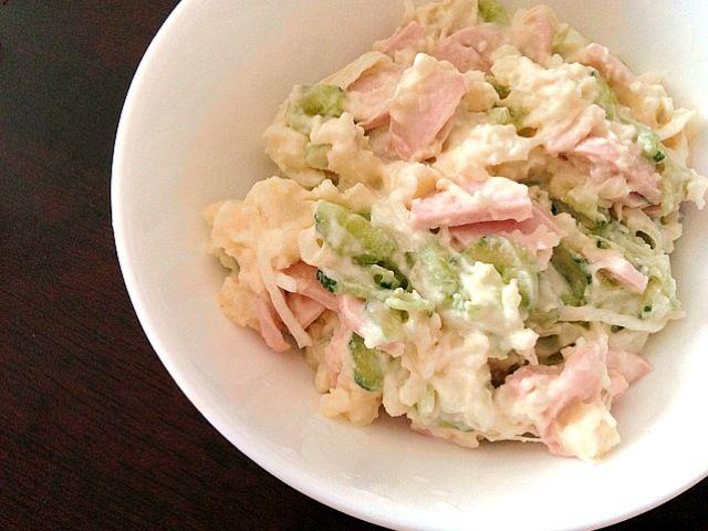 昨日の夕飯。 野菜を多くしたら、ポテトと野菜の比率が…^^; ベーコンがなかったので、代わりに魚肉ソーセージ。 - 7件のもぐもぐ - ポテトサラダ by koume244
