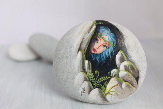 Piedra pintada. Listo de embarcar. Pequeño elfo, Duendecillo del Bosque ❤~Piedras Pintadas~❤
