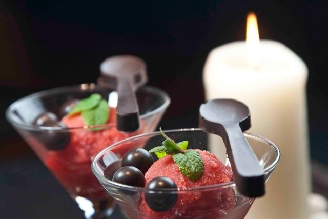 spicy strawberry sorbet and chocolate spoons!