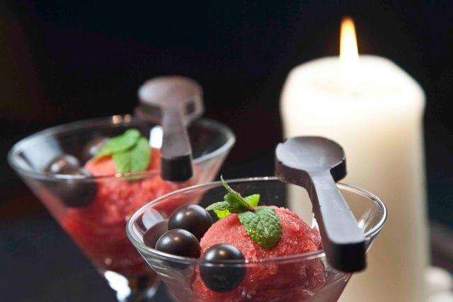 http://www.pandespani.com/  πικάντικο σορμπέ με φράουλες και τσίλι: δροσερή γλύκα με απρόσμενη φωτιά