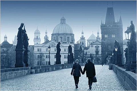 Praga ( puente de Carlos ), una de las ciudades más bellas de Europa.