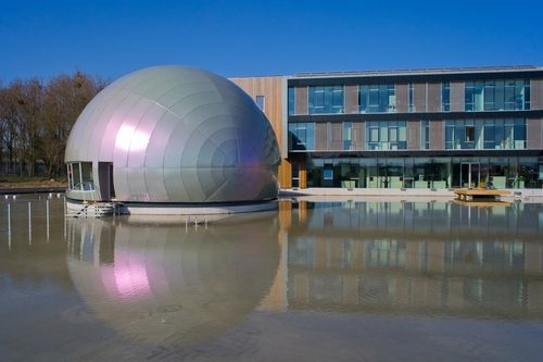 ALUCOBOND® Europe -  Iridiscent egg - Cesbron is situated in the midst, of nature in Saint Sylvain d'Anjou, near Angers, FR