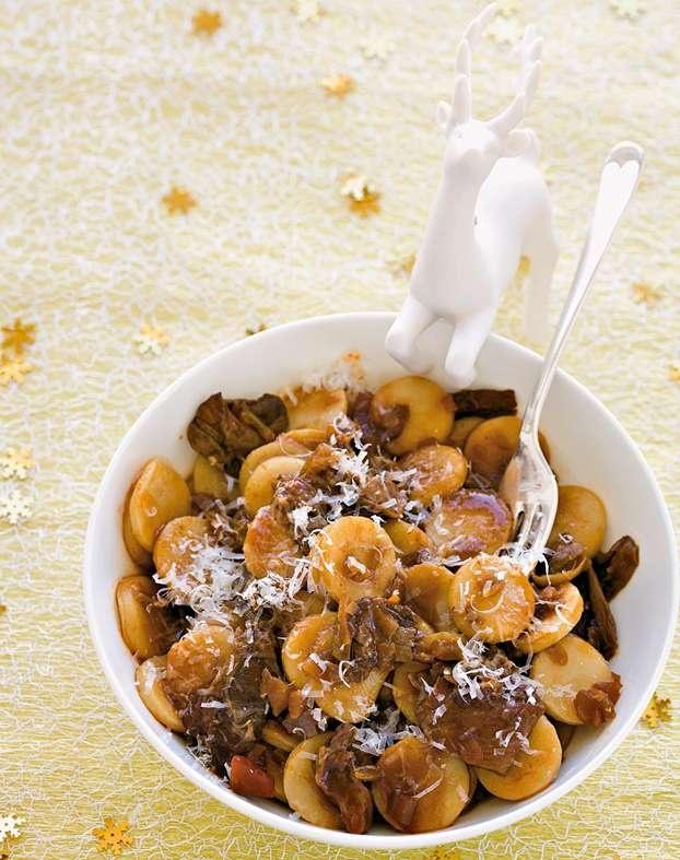 Gli gnocchi ai porcini sono una delle proposte che lo chef Daniele Persegani ha pensato per il menu del pranzo di Natale. Scopriamo la ricetta di questi gnocchi. http://www.alice.tv/ricette-natale/gnocchi-porcini