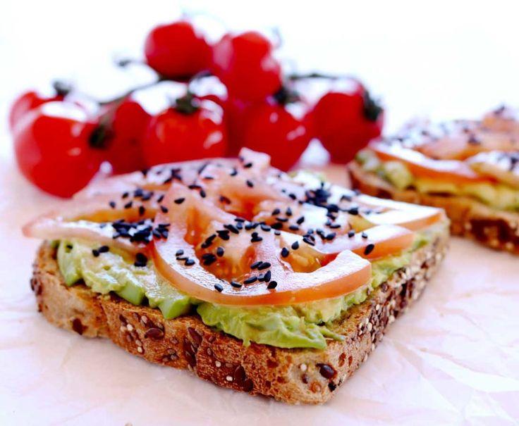 Avocado & Tomato Toast - Amy Savage Nutrition