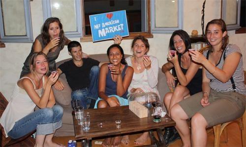 Jello shots with friends / Shooters de gelée entre amis www.myamericanmarket.com #DIY #recette