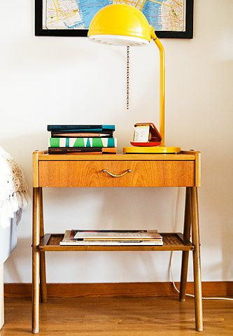 BEDSIDE TABLE LAMP BOOKS