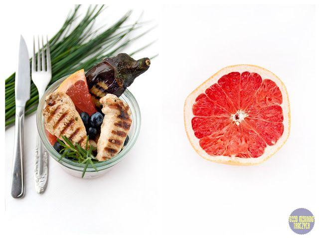 Orzeźwiająca sałatka z grejpfrutem, bakłażanem i kurczakiem.