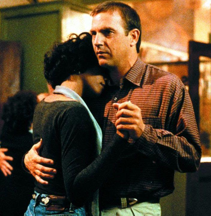 """sala66: """" Kevin Costner y Whitney Houston en """"El Guardaespaldas"""" (The Bodyguard), 1992 """" https://youtu.be/3JWTaaS7LdU"""