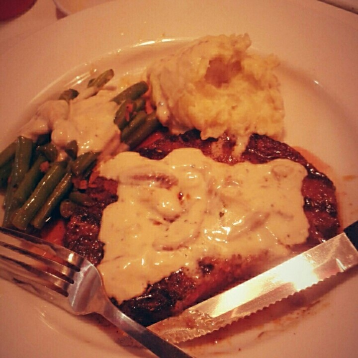 The menu said i choose buddy's steak.. green bean cook with butter and garlic.. plus special mushroom sauce.. gosh! It so yuuum!