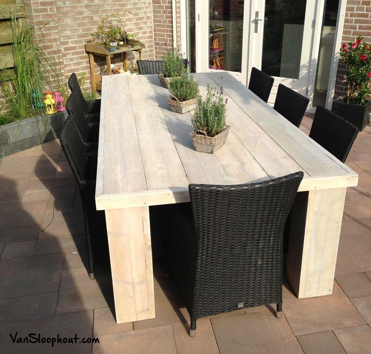 Stoere en grove steigerhouten tafel. Voor zowel binnen als buiten te gebruiken. Geschikt voor 8 personen. #steigerhout #buitenleven #VanSloophout.com #sloophout