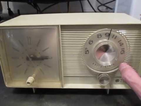 Mr. Robot Shop - GE General Electric Clock Radio AM - 1960s / 1970s