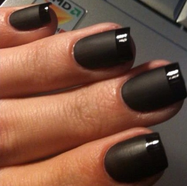 French manicure black matte