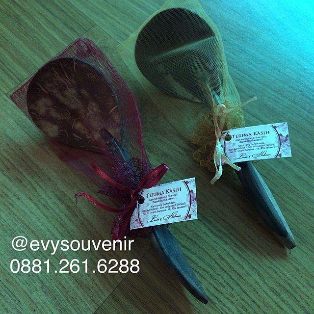 Souvenir Ruti Dengan sablon dan kemasan kain tile @3200 Min 200pcs  Warna kain…