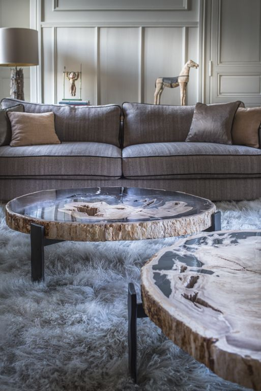 YELLOWSTONE TABLE BASSE / COFFEE TABLE  Diam.80XH30cm / diam.31.20XH11.70''  Beige petrified wood- black matt metal  Black petrified wood-black matt metal  Design : La Fibule studio